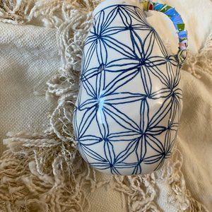 Anthropologie Accents - ANTHROPOLOGIE Keramisk Blue Star Patterned Vase